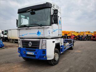 camion châssis RENAULT MAGNUM 480DXI endommagé