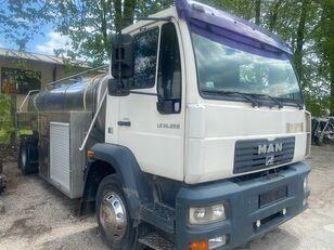 camion de lait MAN LE 14.250