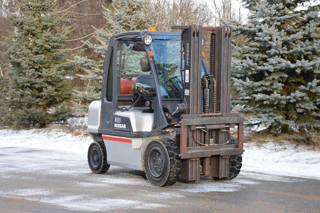 chariot élévateur NISSAN G1D2A30LQ TRIPLEX 2010