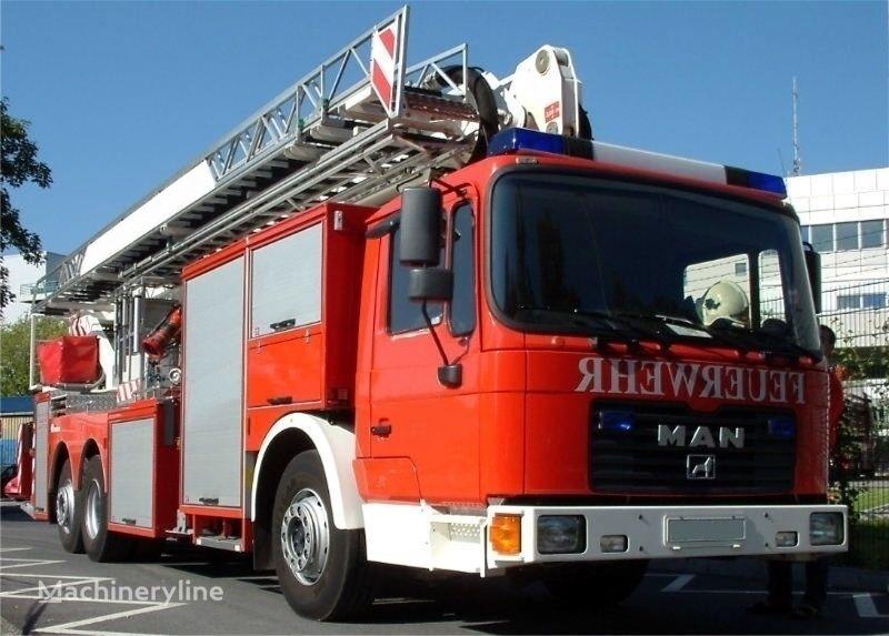 camion bras elevateur articulé MAN F 32