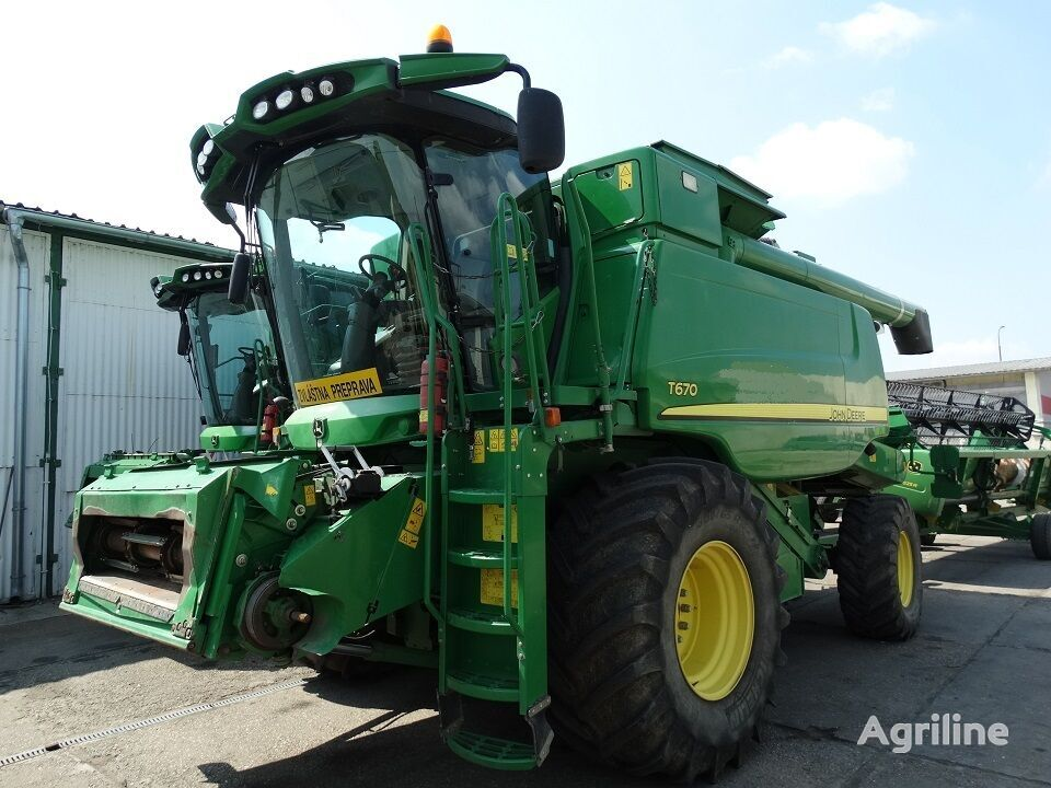 moissonneuse batteuse JOHN DEERE T670