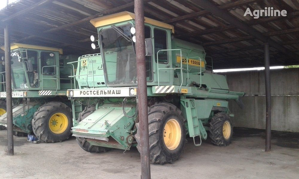 moissonneuse batteuse ROSTSELMASH DON 1500 B