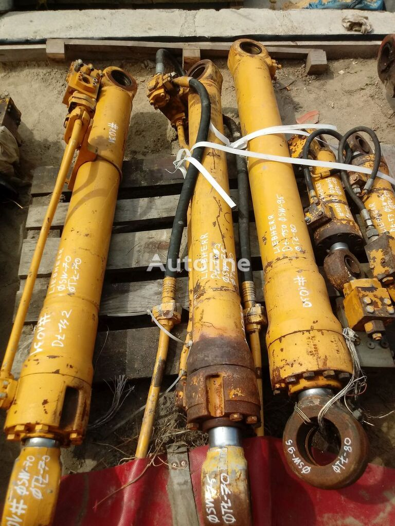 vérin hydraulique 142 75 70 pour tractopelle LIEBHERR